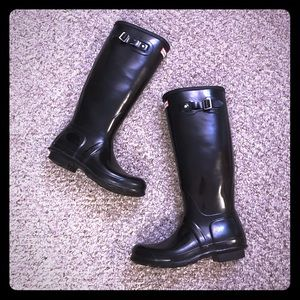 HUNTER tall black gloss rain boots